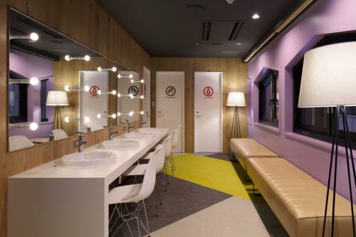 booth-net-cafe_powder-room