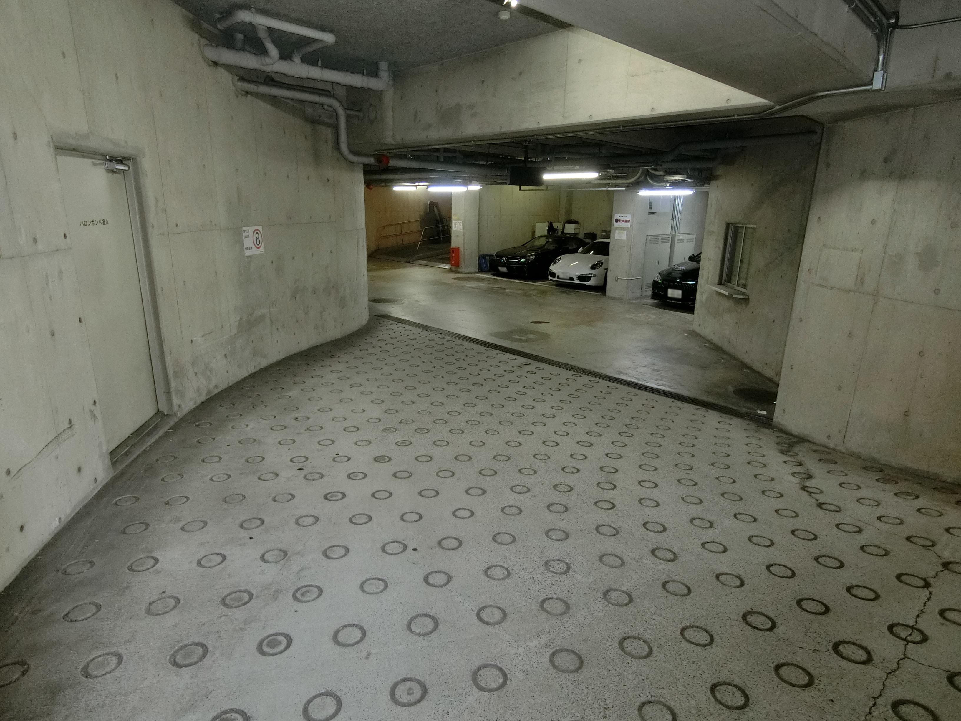エルプリメント新宿 月極駐車場3