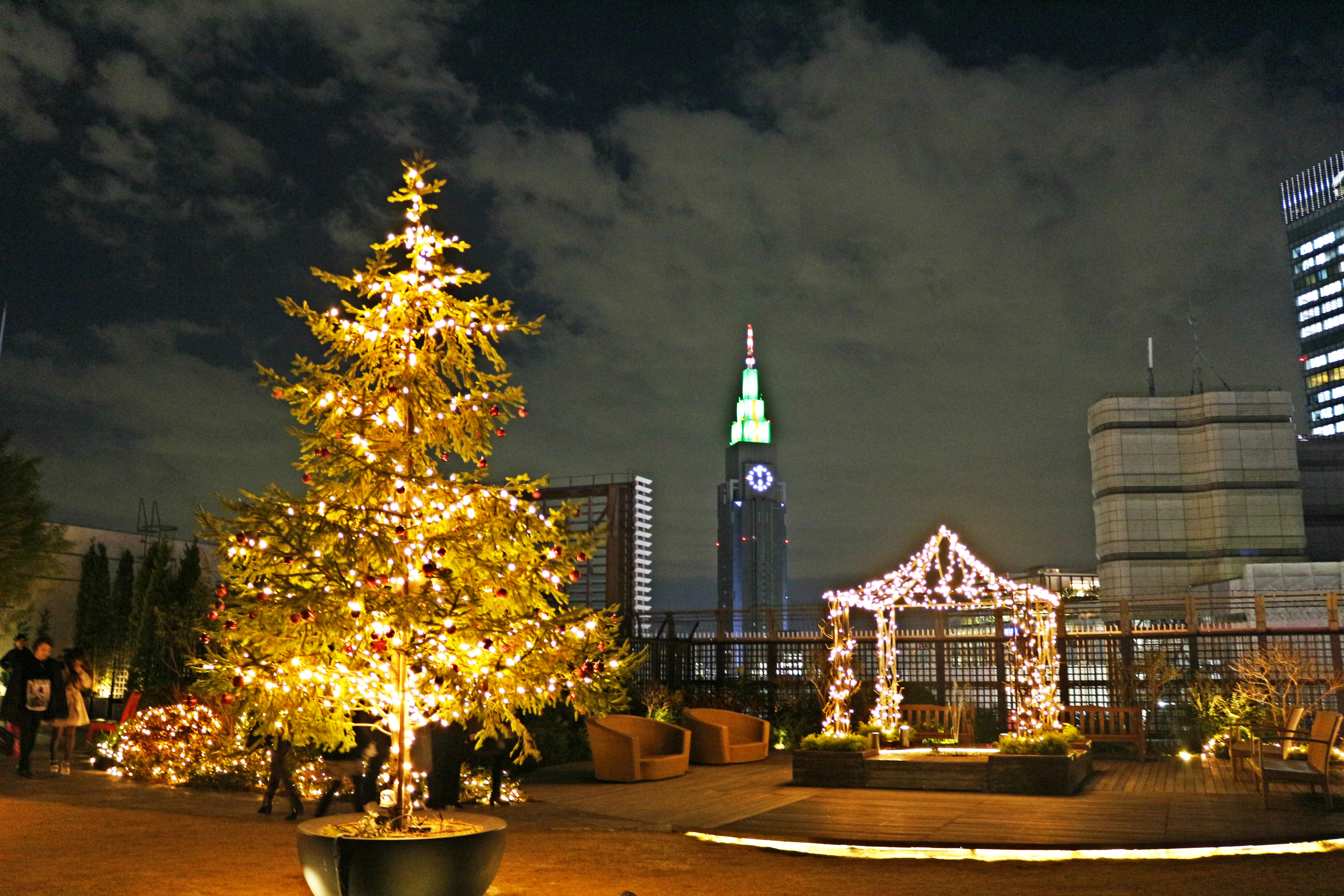 Marui Main Building Rooftop Garden Q-COURT Entry : Free Garden opening  time: 11:00-20:00 (Illumination starts from 16:30)
