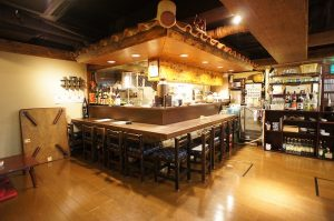 沖縄料理かりゆし店内2