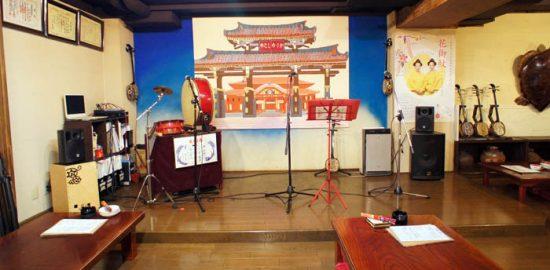 新宿沖縄料理かりゆし店内