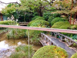 伊勢丹喫煙所の日本庭園