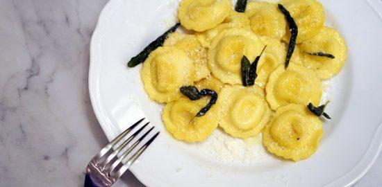 黒トリュフのラビオリ セージとバターの風味