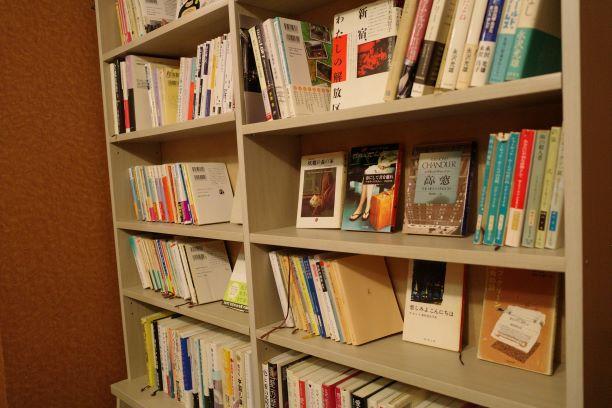 月の吠える 本棚